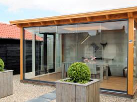 Wel of geen houten schuur met afdak in je tuin?